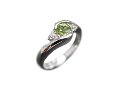 Diamond,and,Peridot,Ring,Jewelry,engagement_ring,anniversary_gift,round_brilliant_cut,custom_made_jewelry,wedding_ring,green_sapphire_ring,peridot_ring,green,natural_sapphire,diamond_wedding_ring,diamond_engagement,diamond_ring,wedding_diamond_ring,14k white gold,green sapph
