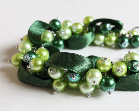 Green,Bridesmaid,Cluster,Bracelet,and,Earrings,Set,green cluster bracelet, pearl cluster bracelet, bridesmaid bracelet, green bridesmaid bracelet, green bridesmaid jewelry, dark green bracelet, dark green jewelry set