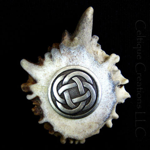 Deer,Antler,Kilt,Pin,Cap,Badge,with,Silver,Celtic,Center,Kilt Pin, Cap Badge, Deer Antler, Celtic, Celtic Knot, Celtic Knotwork, Pin, Badge, Handmade, Celtique Creations