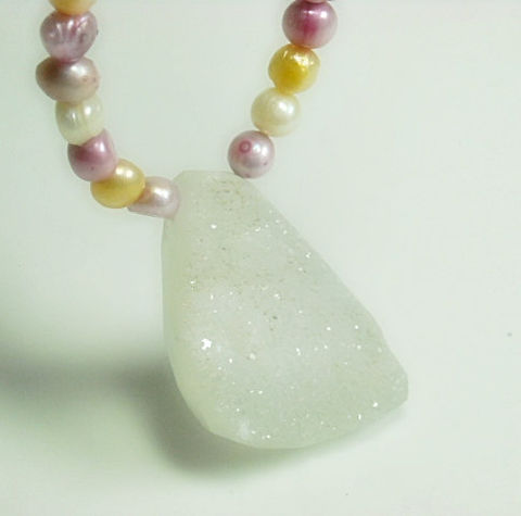 Geode,Druzy,Necklace,,Pastel,Freshwater,Pearl,Pendant,,Druse,,Druze,,Drusy,,Jewelry,,Agate,,Pink,,White,,Yellow,Jewelry,Necklace,Beaded,geode_jewelry,druzy_necklace,druzy_jewelry,druse_drusy_druze,druzy_pendant,pearl_necklace,freshwater_pearls,pearl_jewelry,pastel,pink_yellow_white,white_druzy,organic_jewelry,black_friday_cyber_m,natural druzy pendant,6mm freshwate