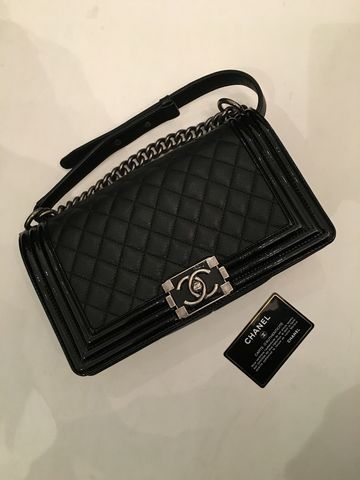 Chanel,Pristine,Le,Boy,Medium,Chanel boy, Chanel Le boy, Chanel consignment, Chanel boy bag consignment