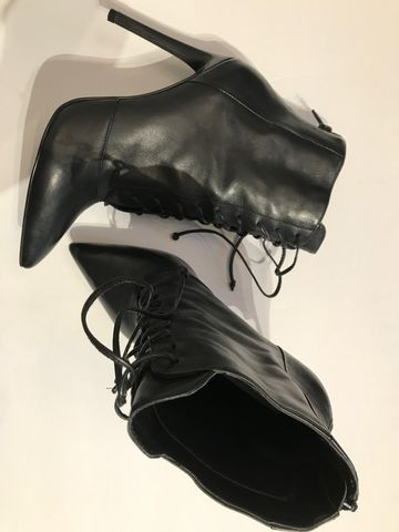 Steve,Madden,Leather,Boots,steve madden leather boot, yeezy boot, lace up boot, lace up leather boots, black leather boots