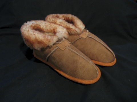 Stoney,Sheepskin,Slippers,Women's,Medium,,Size,7,and,8,slippers, sheepskin slippers, womens slippers, sheepskin, sheepskin footwear, leather slippers, beige sheepskin, BrushCreekWoolWorks, Brush Creek Wool Works