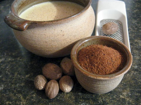 Nutmeg,,Whole,and,Ground,,Myristica,fragrans,spice, nutmeg,  Myristica fragrans, whole nutmeg, ground nutmeg, flavoring, dried spice, holiday spice, eggnog spice, BrushCreekWoolWorks, Brush Creek Wool Works