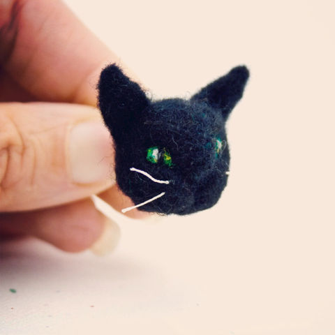 Black,cat,brooch,Jewelry,Brooch,Felt,Cat jewelry,Black cat jewelry,Cat,Black cat,Halloween cat,Cat brooch,Animal brooch,Black cat pin,Cat lover gift,Gifts under 20,Cat Jewellery,wool roving,secure pin back