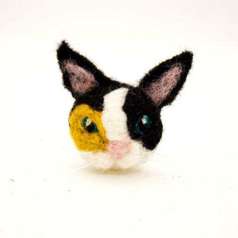 Needle,felted,calico,cat,brooch,jewelry,Jewelry,Brooch,Fiber,calico cat,Calico cat brooch,cat brooch,cat jewelry,Needle felted cat,Felt brooch,Cat,Unique brooch,Custom cat brooch,Custom cat portrait,Animal brooch,Gifts under 20,wool roving,pin back