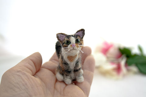 Custom,needle,felted,cat,portrait,of,a,calico,from,photos,Custom cat portrait, cat art, Custom pet portrait, Needle felted cat, Calico cat ornament, Calico cat figurine, Calico cat, Cat, Handmade cat ornament, Cat memorial