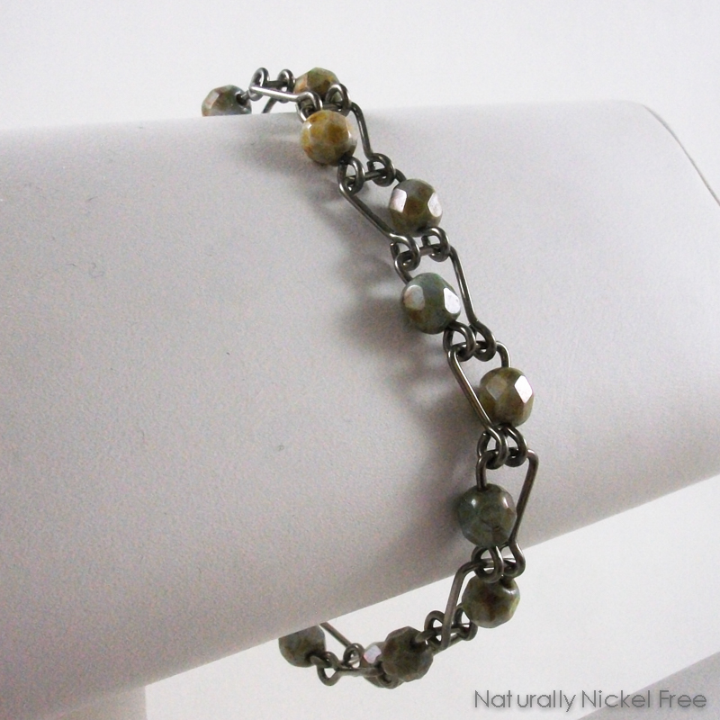 Green Glass Niobium Bracelet with Horseshoe Links