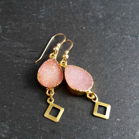 Peach-Pink,Druzy,Gemstone,Earrings,simple earrings, brass earrings, fancy ear wires, glass bead, pear shape, tear drop earrings