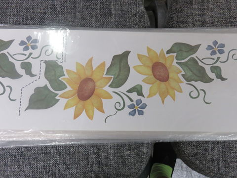 Beverly,Designs,Sunny,Sunflowers,#,208,Beverly Designs Sunny Sunflowers # 208,stencils,stencilling, painting,kg krafts, beverly decor international