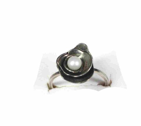 Trinity,Rose,Pearl,ring,silver earrings, sterling silver earrings, silversmith, jewelry artists,posts, studs, pearls, fresh, metalsmithed, villain, accessories rose, floral, gold, gold earrings, gold smithed