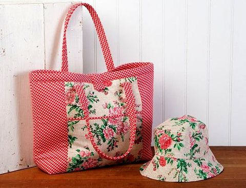Gorgeous,Hat,and,Tote,Tomato,Kit,by,Sewing,Sue,kit,quilt fabric,cotton material,auntie chris quilt,sewing,crafts,quilting,online fabric,sale fabric