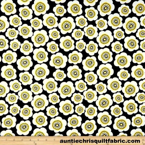 Cotton,Quilt,Fabric,Sunny,Days,Floral,Sunflowers,Black,White,Yellow,,quilt backing, dresses, quilt fabric,cotton material,auntie chris quilt,sewing,crafts,quilting,online fabric,sale fabric