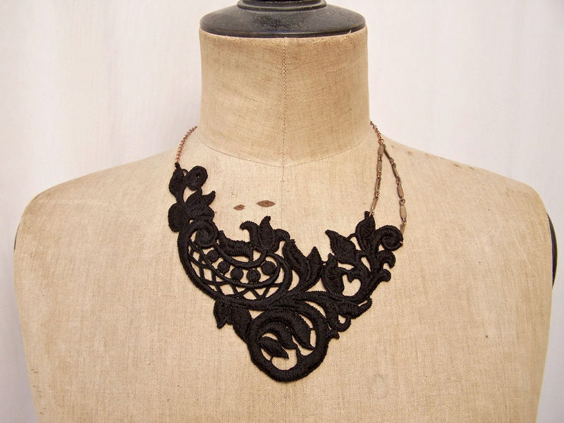 Begonia lace necklace black - product image