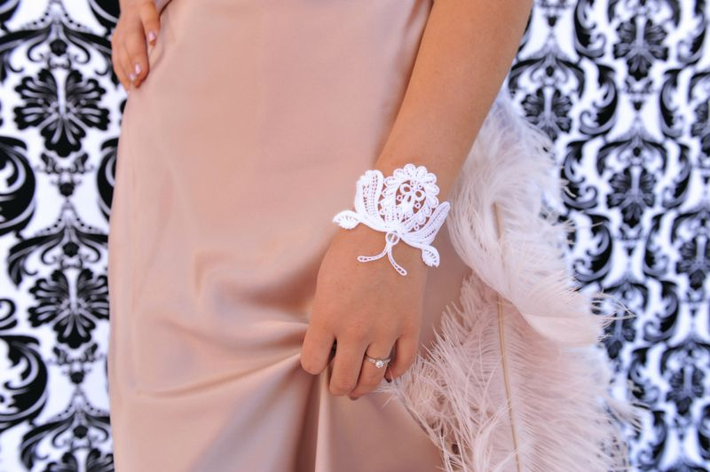 Butterfly lace bracelet with antenna - product image