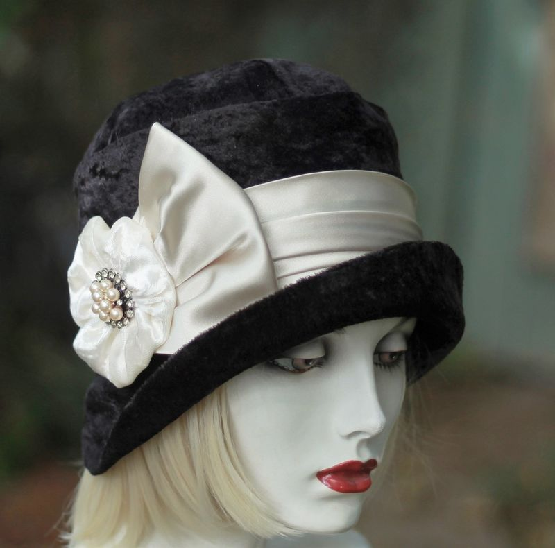 1920s Cloche Chemo Hat Warm Black Crushed Velevt - product image