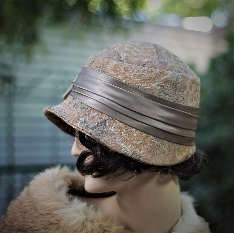Fall Winter Warm Hat in 20s Cloche Flapper Style - product image