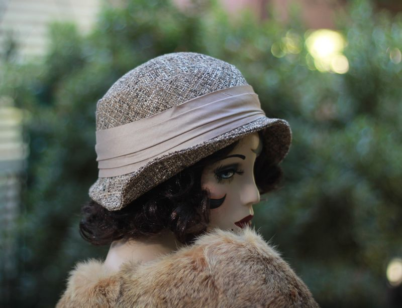 Cute Fall Winter Warm Hat in 20s Cloche Flapper Style - product image