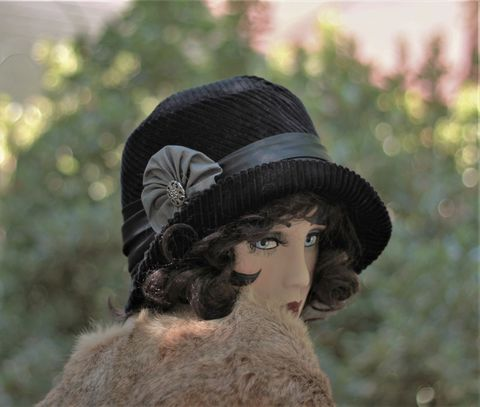 Fall,Winter,Chemo,Hat,1920s,Cloche,Vintage,Style,in,Black,hat, cloche hat, fall hat, winter hat,black winter hat, fabric hat, warm hat, wool hat, flapper hat,chemo hat,casual hat