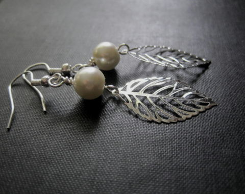Filigree,Silver,Leaf,Pearl,Dangle,Earrings,Filigree Silver Leaf Pearl Dangle Earrings, handmade jewelry, pearl, leaf, earrings, white pearl leaf earrings, silver leaf black pearl earrings
