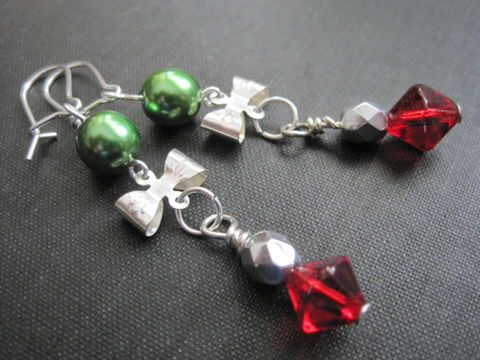 Silver,Bow,Dangle,Earrings,Green,Pearls,Red,Glass,Beads,Silver Bow Dangle Earrings Green Pearls Red Glass Beads, handmade jewelry