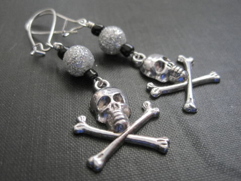 Gothic,Crossbones,Dangle,Earrings,Gothic Crossbones Dangle Earrings, skull, crossbones jewelry, biker jewelry, gothic jewelry, skull jewelry, handmade jewelry