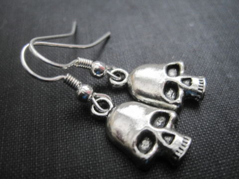 Metal,Silver,Skull,Dangle,Earrings,Metal Silver Skull Dangle Earrings, unisex earrings, skull earrings, skull head, gothic skull, handmade jewelry