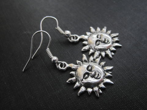 Sun,Dangle,Earrings,sun earrings, sun face earrings, sun charm, sun, silver, dangle earrings, summer, sunshine, vamps jewelry, handmade jewelry