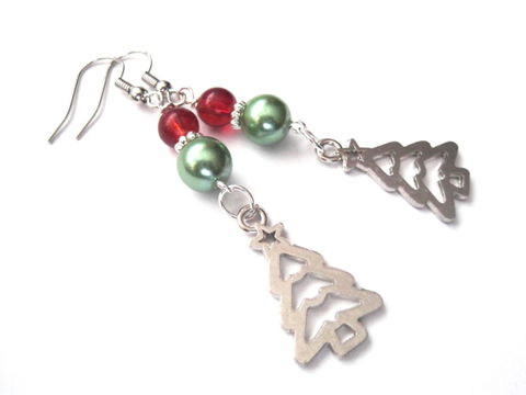 Christmas,Tree,Green,Pearl,Dangle,Earrings,,Holiday,Earrings,Christmas tree earrings, smas earrings, green pearl, red glass bead, holiday tree earrings, holiday jewelry, Christmas Jewelry, vamps jewelry, silver, green, red