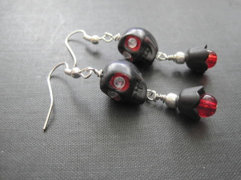 Black,Sugar,Skull,Day,of,The,Dead,Dangle,Earrings,black sugar skull earrings, black, sugar skull, skully earrings, black skully, day of the dead earrings, dia de los muertos, halloween, gothic skulls, gothic earrings, red, silver, vamps jewelry, handmade, wire wrapped