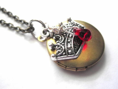 Royal,Crown,Round,Locket,Necklace,,Antique,Brass,Royal Crown, Round Locket, handmade jewelry, Necklace, antique brass, red queen, alice in wonderland queen jewelry, queens crown locket necklace, two tone metal necklace