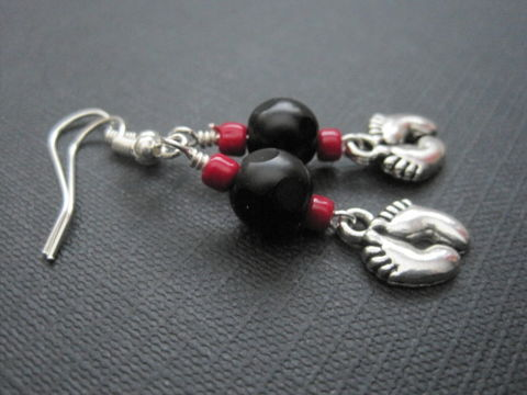 Goth,Baby,Feet,Dangle,Earrings,Goth Baby Feet Dangle Earrings, goth mom to be, gothic, red, black, mother's day jewelry, feet, foot, handmade jewelry