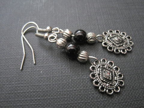 Victorian,Metal,Cameo,Charm,Dangle,Earrings,Victorian Metal Cameo Charm Dangle Earrings