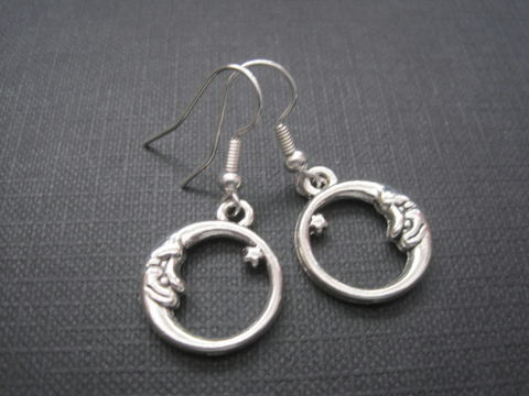 Circle,Moon,Pagan,Dangle,Earrings,Circle Moon Witch Dangle Earrings, celestial jewelry, moon jewelry, witch jewelry, pagan jewelry, wiccan, handmade jewelry, goddess jewelry antique silver