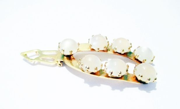 1950s Vintage Dress Clip with Creamy Pearlized Moonglow Lucite Balls  - product images  of