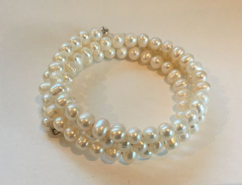 Fresh-water-white-pearl-bracelet,Fresh water pearl bracelet in white