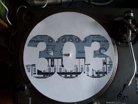 Slipmats,with,print,of,Roland,TB303,slipmat, roland, tb303, bassline, dj, turntable, sl1200, technics, tr808