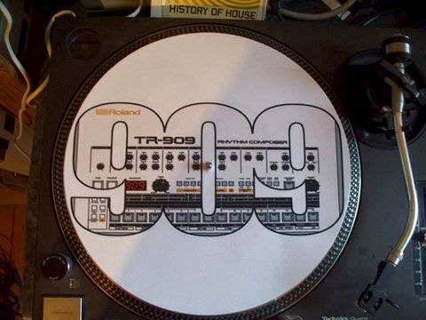 Slipmats,with,print,of,Roland,TR909,slipmat, roland, tb303, bassline, dj, turntable, sl1200, technics, tr808, TR909
