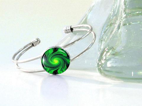 Green,Cuff,Bracelet,,Reiki,Energy,Heart,Chakra,Swirl, art jewelry, green bracelet,, abstract swirl, cuff wrist, energy healing, reiki, chakras, pendant necklace, handmade, fantasy, healing, energy, spiritual, jewelry, hippie, boho, bohemian, festival, chic, new age, psychedelic, metaphysical, abstract, medi