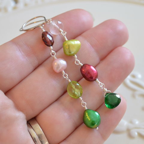 Mismatched,Earrings,in,Red,and,Green,for,Christmas,mismatched earrings, pearl earrings, christmas jewelry, holiday jewelry, peridot earrings