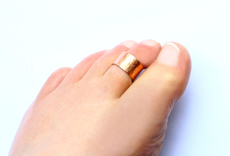 Hammered Copper Toe Ring Cuff - product image