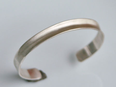 Thin,Anticlastic,Cuff,Jewelry,Bracelet,Contemporary_Jewelry,Beatriz_Fortes,sterling_silver,ecofriendly,aspiringmetalsteam,sterling_silver_cuff,silver_cuff,slim_silver_cuff,elegant_silver_cuff,anticlastic_silver,anticlastic_bracelet,silver_bracelet,silver_bracelet_cuff