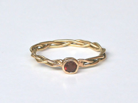 Braided,ring,with,Gemstone,Jewelry,Ring,Gold,beatriz_fortes,aspiringmetalsteam,contemporary_jewelry,eco_friendly,18k_yellow_gold,2mm_stacking_ring,gold_stacking_ring,gold_wedding_ring,braided_gold_ring,2mm_braided_ring,stackable_jewelry,red_garnet_ring,garnet_stacking_ring,18k gold