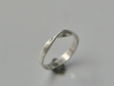 Mobius,Ring,in,Sterling,Silver,Jewelry,Metalwork,sterling_silver,beatriz_fortes,delicate_band,forged,silver_stacking_ring,twisted_silver_ring,contemporary_jewelry,ecofriendly,moebius_ring,mobius_strip_ring,wedding_ring,silver_wedding_band,silver_mobius_ring,sterling silver