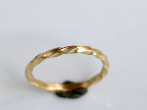 Twisted 18k gold stacking ring - product images  of
