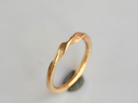 Simple,Twist,Jewelry,Ring,Gold,beatriz_fortes,aspiringmetalsteam,contemporary_jewelry,eco_friendly,18k_yellow_gold,2mm_stacking_ring,gold_stacking_ring,gold_wedding_ring,mens_wedding_ring,gold_wedding_band,twisted_gold_ring,twisted_stacker,2mm_twisted_ring,18k gold