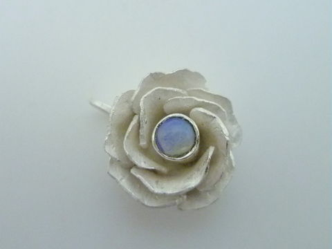 Rose,with,Gemstone,Center,Jewelry,Pendant,Metalwork,Sterling_Silver,Beatriz_Fortes,Contemporary_Jewelry,Ecofriendly,Aspiringmetalsteam,silver_rose,silver_flower,flower_pendant,silver_rose_pendant,hand_forged,white_rose_pendant,white_rose_silver,romantic_pendant,sterling silver