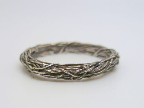 Ivy,Ring,Jewelry,Band,sterling_silver,contemporary,beatriz_fortes,silver_wedding_ring,silver_spacer_ring,silver_stacking_ring,delicate_silver_ring,romantic_ring,textured_silver_ring,2mm_stacking_ring,thin_stacking_ring,wreath_ring,silver_ivy_ring,sterling sil