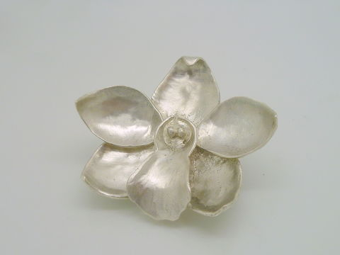 Cymbidium,Orchid,Barrette,in,Sterling,Silver,Accessories,Hair,Beatriz_Fortes,Contemporary_Jewelry,Sterling_Silver,Hair_jewelry,Silver_Orchid,Orchid_hair_clip,Bridal_hair_clip,flower_hair_clip,Wedding_hair_clip,silver_flower_clip,bride_hair_accessory,Cymbidium_Orchid,sterling silver