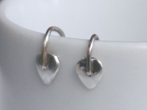 Spring,Leaf,earrings,Jewelry,Earrings,Dangle,beatriz_fortes,contemporary_jewelry,small_leaf_earrings,small_silver_earring,silver_leaf_earrings,sterling_silver,silver_earrings,leaf_jewelry,silver_leaf_jewelry,tiny_silver_earrings,everyday_earrings,minimalist_earrings,dainty_ea
